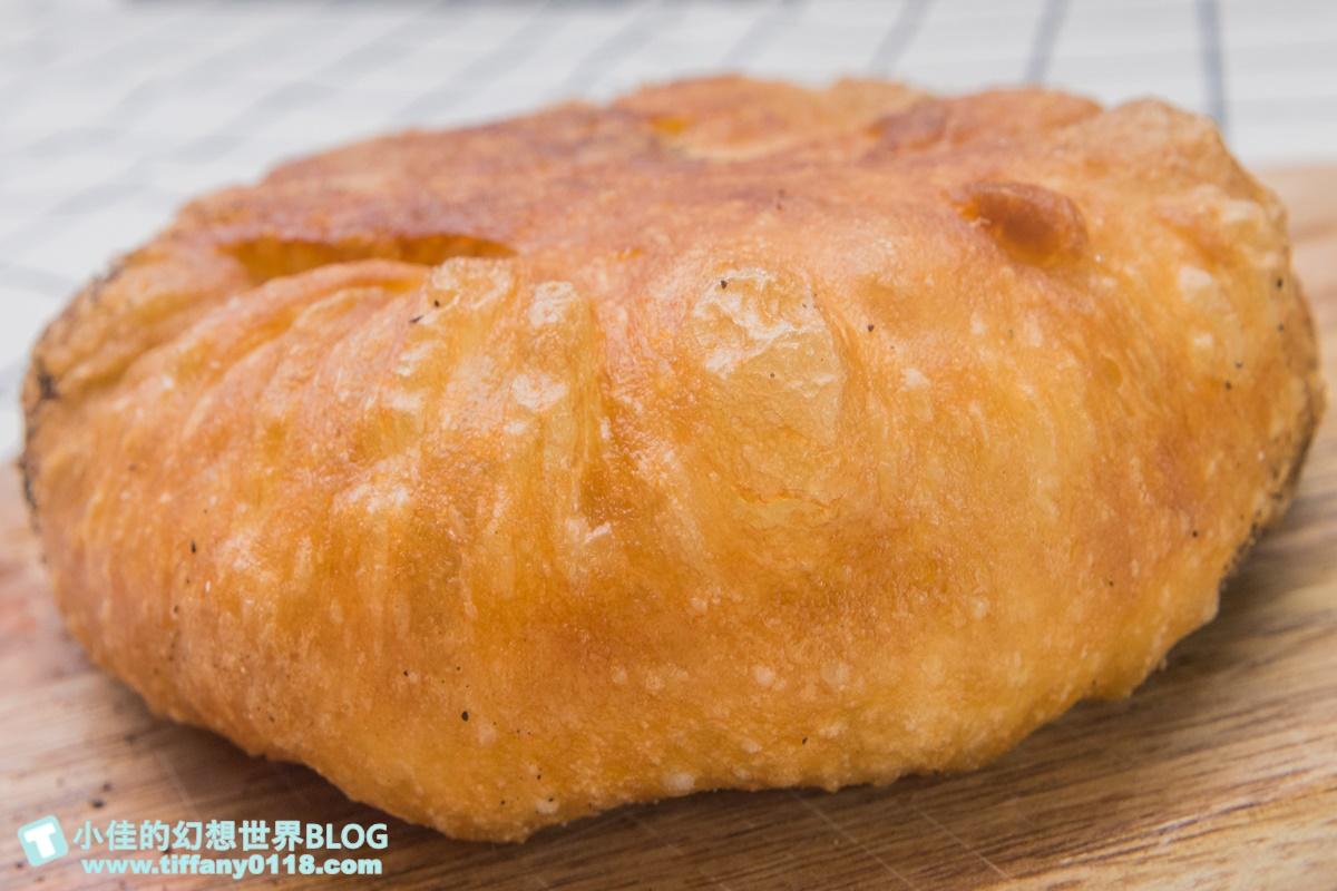 [宜蘭美食]何家三星蔥餡餅/大把三星蔥不手軟包進麵糰裡/加胡椒加辣更好吃/宜蘭三星美食推薦